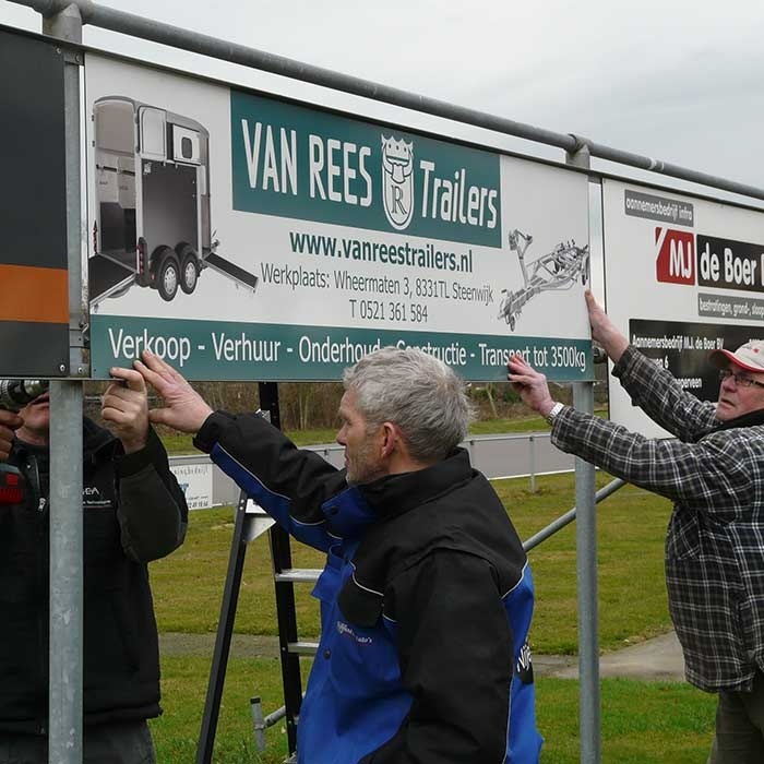 Bordsponsor Van REES trailers